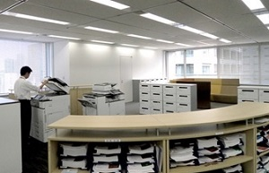 フロアの両端に設置したコピーコーナー。消耗品の在庫確認や廃棄文書の管理なども一元的に行える。