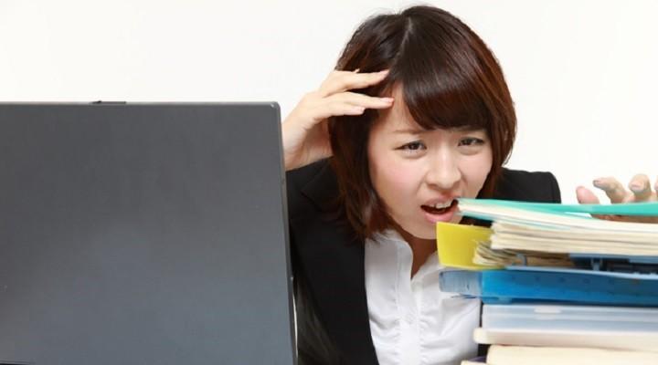 仕事の能率が悪く、かつ時間外労働ばかり多くなっている社員への対処法 アイキャッチ