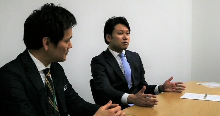 受講者の傾向に合わせて、伝える手法も変わると語る山本氏と岡本氏