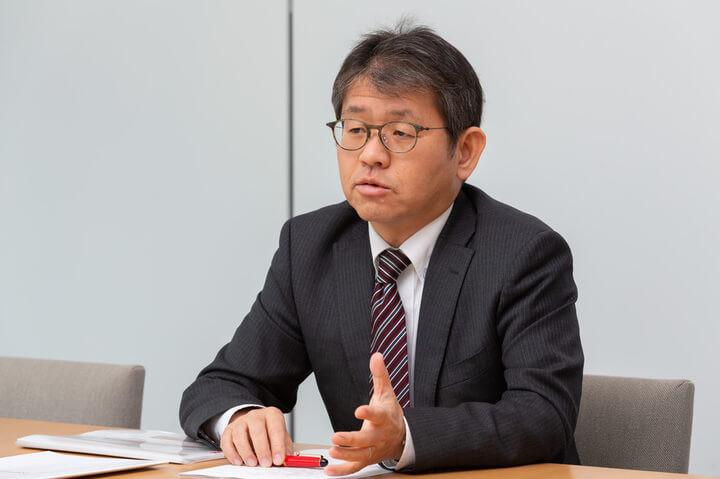インタビューをうけるヤンマー(株)神原さん