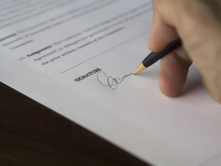 契約書のイメージ写真