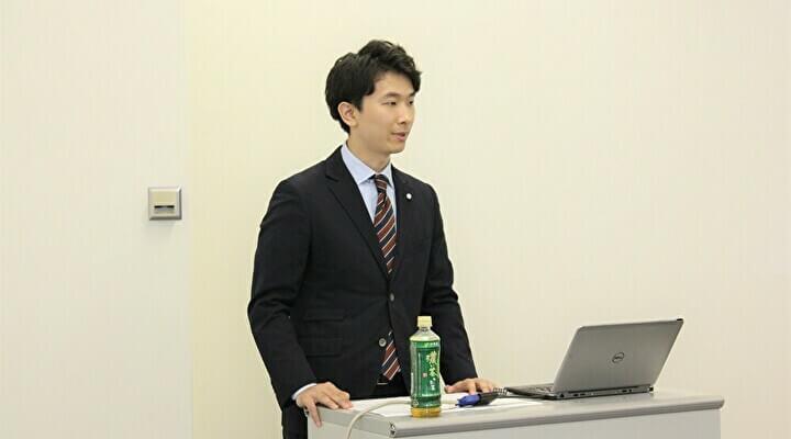 内定式で司会を務めた人事部の坂本竜太さん