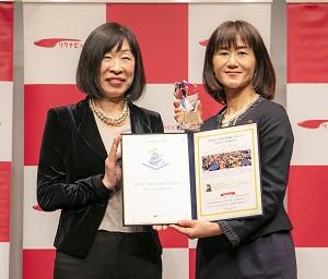 写真:第6回「GOOD ACTION アワード」でワークスタイル・バリエーション賞を受賞したソフィアメディ株式会社