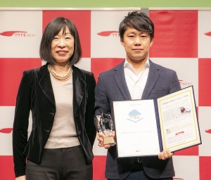 写真:第6回「GOOD ACTION アワード」でワークスタイル・バリエーション賞を受賞したグリー株式会社、グリービジネスオペレーションズ株式会社